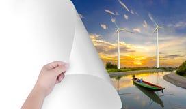 Mude o mundo com nossas mãos O Livro Branco transformou-se uma paisagem natural, incluindo turbinas eólicas Inspire o ambiente pe fotos de stock