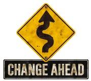 Mude a seta da estrada do rodeio do sinal das mudanças adiante fotografia de stock royalty free