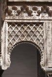 Mudejar Bogen vom königlichen Alcazar von Sevilla Lizenzfreie Stockfotografie