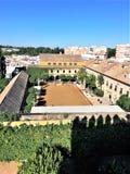 Mudejar borggård på slottfästningen av Christian Kings i Cordoba, Spanien Royaltyfri Fotografi