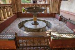 Mudejar kloster av Guadalupe Monastery Dopfunt Arkivbilder