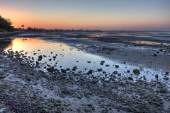 Mudflats de Sandgate en la oscuridad Foto de archivo libre de regalías
