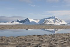 Mudflats in Ytresand Moskensoy Loftofen Noorwegen royalty-vrije stock foto's