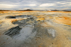 Mudpot en el área geotérmica Hverir foto de archivo