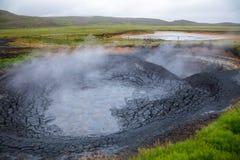 Mudpots bij het geothermische gebied van Krysuvik stock afbeelding