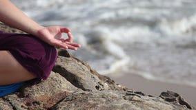 Mudra de la meditación almacen de metraje de vídeo