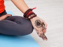 Mudra - o polegar e o dedo indicador são juntados Fotografia de Stock