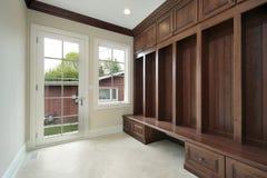 Mudroom con cabinetry di legno fotografia stock libera da diritti