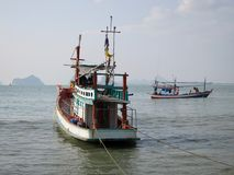 MUEANG PRACHUAP KHIRI KHAN, ТАИЛАНД - 12 02 2017 рыбацких лодок в Gulf of Thailand 2 Стоковое Изображение RF