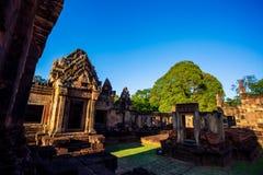 Mueang Tam Stone Sanctuary Prasat Mueang Tam De historiska platserna och monumenten som lokaliseras i det Buriram landskapet av T arkivfoto