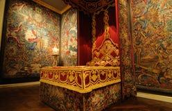 Muebles clásicos de la cama imágenes de archivo libres de regalías