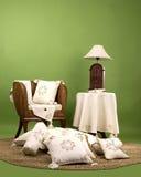 Muebles de la sala de estar de madera y de la paja Foto de archivo libre de regalías