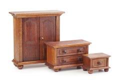 Muebles de madera de la muñeca fijados: guardarropa, pecho de cajones y noches Imagen de archivo libre de regalías