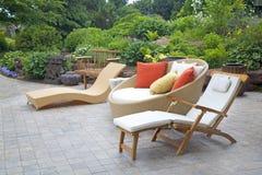 Muebles de mimbre modernos del jardín Fotografía de archivo libre de regalías