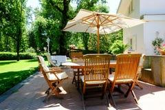 Muebles del jardín del patio Fotos de archivo