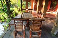 Muebles del jardín hechos de bambú imágenes de archivo libres de regalías