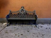 Muebles urbanos en la acera en Ciudad de México Foto de archivo libre de regalías