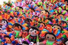 Muñecas en el mercado mexicano del arte Foto de archivo libre de regalías
