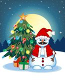 Muñeco de nieve con el bigote que lleva Santa Claus Costume With Christmas Tree y una Luna Llena en el fondo de la noche para su  Fotos de archivo libres de regalías