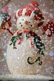 Muñeco de nieve del globo de la nieve Fotografía de archivo libre de regalías