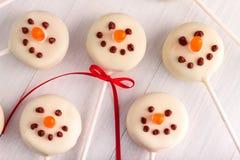 Muñecos de nieve y estallidos de la torta del reno Foto de archivo