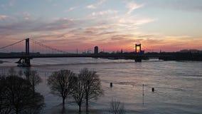 Muehlenweide wordt overstroomd door de rivier Rijn - luchtmening stock footage