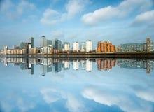 Muelle amarillo, Londres, Reino Unido Fotografía de archivo