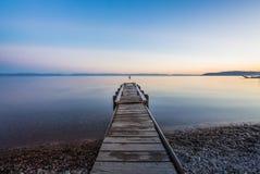 Muelle con puesta del sol en el lago Baikal Imágenes de archivo libres de regalías