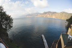 Muelle de Atitlan del lago fotos de archivo