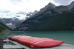 Muelle de la canoa de Lake Louise fotos de archivo