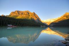 Muelle de la canoa en Lake Louise Fotografía de archivo