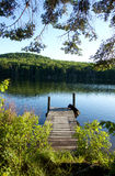 Muelle de la casa del lago fotografía de archivo