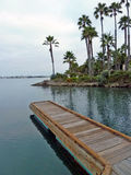 Muelle de madera en el centro turístico Fotos de archivo libres de regalías