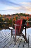 Muelle de madera en el lago del otoño Imagen de archivo libre de regalías
