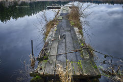 Muelle de madera en el lago egg Fotos de archivo libres de regalías