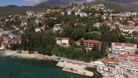 Muelle del barco de Herceg Novi, ciudad vieja, Montenegro almacen de metraje de vídeo