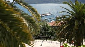 Muelle del barco de Herceg Novi, ciudad vieja, Montenegro almacen de video