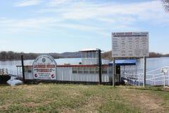 Muelle del barco de la travesía de la reina de LaCrosse - LaCrosse, Wisconsin Foto de archivo