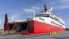Muelle del barco del transporte en un puerto Imagenes de archivo