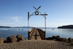 Muelle del barco en el campamento de verano Imagenes de archivo
