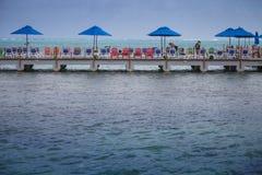 Muelle del hotel del acuario de Decameron y vista del mar Imagenes de archivo