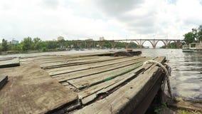 Muelle del río almacen de metraje de vídeo