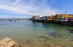 Muelle del ` s del pescador en Monterey California en un día soleado muy bonito imagen de archivo libre de regalías