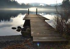Muelle en Alice Lake en Snoqualmie Imágenes de archivo libres de regalías