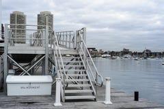 Muelle en Boston Harborwalk foto de archivo libre de regalías