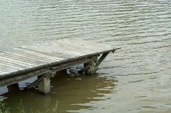 Muelle en el lago fotos de archivo libres de regalías