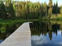 Muelle en el lago fotografía de archivo libre de regalías