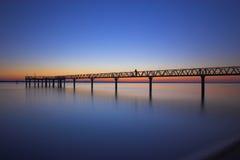 Muelle en la puesta del sol Fotos de archivo