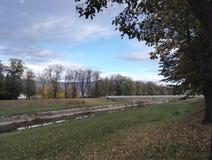 Muelle en otoño, Pirot, Serbia de Nisava imágenes de archivo libres de regalías