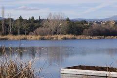 Muelle en un lago Imagenes de archivo